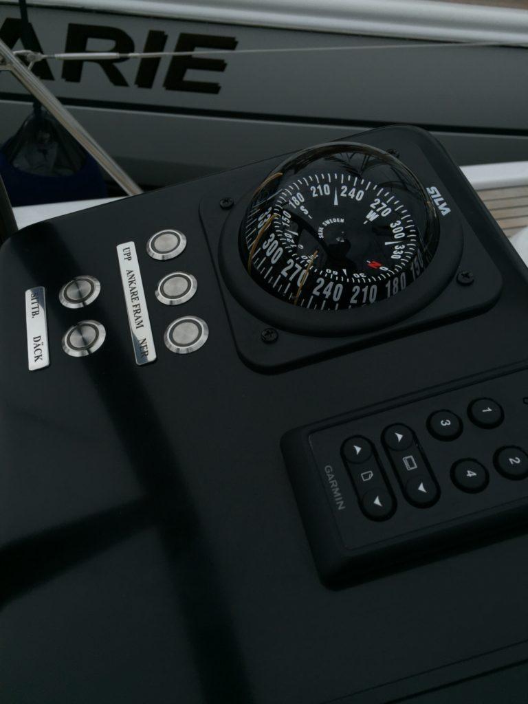 Linjett 43 segelbåt kompass