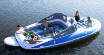 Uppblåsbar motorbåt