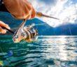 Fotografi av en person som fiskar i Norge