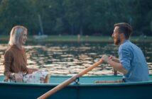 Romantik - ett par i en roddbåt